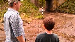 Мальчик машет поезду смотреть видео прикол - 1:26