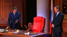 Смотреть Путин и Медведев меняются местами