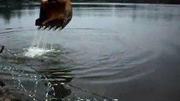 Смотреть Рыбалка экскаватором