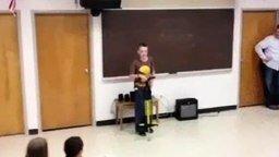 Школьник на джампере смотреть видео прикол - 1:00