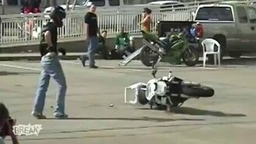 Смотреть Неудачи мотоциклистов