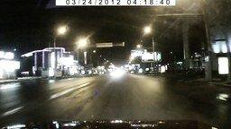 Странная девушка на дороге смотреть видео прикол - 0:44