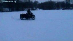 Смотреть Утопил мотоцикл зимой