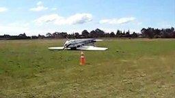 Смотреть Впервые посадил самолёт