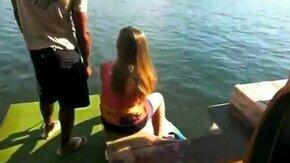 Смотреть Неудача девушки на водной доске