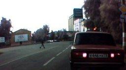 Чак Норрис пешеход смотреть видео прикол - 0:21