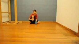 Мальчик и шарик для пинг-понга смотреть видео - 1:26