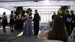 Невеста и голова зомби смотреть видео прикол - 1:27