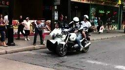 Смотреть Мотоциклисты-музыканты