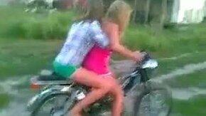 Девушки впервые на мотоцикле смотреть видео прикол - 0:47