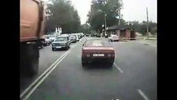 Смотреть Отличная реакция водителя