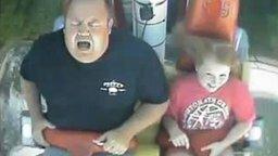 На аттракционе - папа и дочь смотреть видео прикол - 3:14