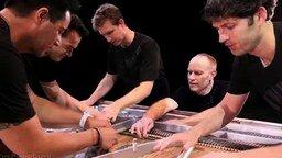 Впятером играют на рояле смотреть видео - 3:21