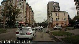 Вот так женщина-пешеход! смотреть видео прикол - 0:21