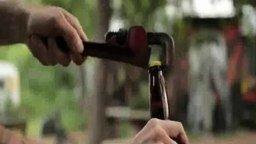 Смотреть Безумные способы открыть бутылку