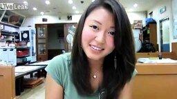 Смотреть Кореянка против живого осьминога