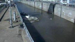 Смотреть Неудачный спуск на воду