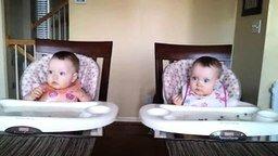 Танцующие близняшки смотреть видео прикол - 0:45