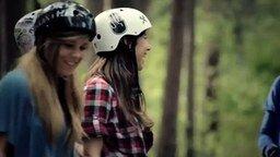 Смотреть Девушки на скоростном спуске