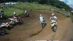 Гонка мотоциклиста смотреть видео прикол - 3:10