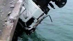 Спасают дальнобойщика смотреть видео прикол - 7:32