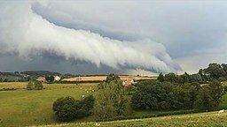 Смотреть Необычной формы облака...