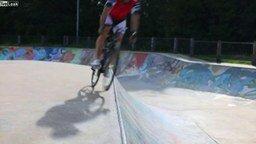 Смотреть Талантливый велосипедист