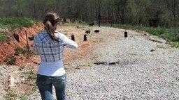 Смотреть Девушка, которая умеет стрелять