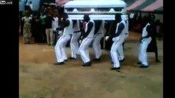 Смотреть Африканские похороны
