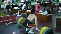Смотреть Поднял штангу в 170 кг
