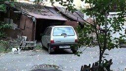 Смотреть Заезжает в гараж на Оке
