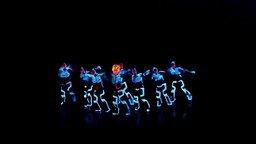 Смотреть Танец в световых костюмах