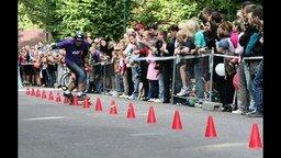 Смотреть Рекорд слалома на скейте