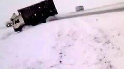 Скользкая русская дорога смотреть видео прикол - 0:56