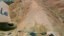 Смотреть Опасная горная трасса велосипедистов