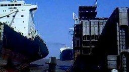 Смотреть Неудачно припарковал свой лайнер