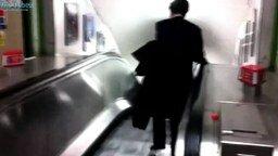 Пьяный на эскалаторе смотреть видео прикол - 2:13