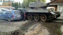 Смотреть Неудачная парковка на танке