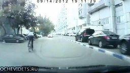 Смотреть Запрыгнул на машину на велике