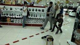 Ребёнок-неадекват смотреть видео прикол - 0:42