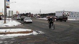 Смотреть С оленем на велосипеде