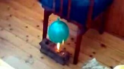 Смотреть Нагрели шарик на огне