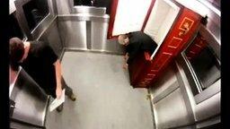 С гробом в одном лифте смотреть видео прикол - 8:17
