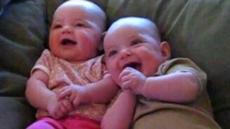 Смотреть Дети смеются над мамой