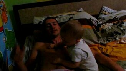 Ребёнок и отцовская шерсть смотреть видео прикол - 1:41