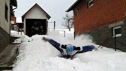 Пловец по снегу смотреть видео прикол - 0:33