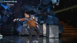 Смотреть Драматичный танец человека-робота