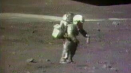 Смотреть Космонавт упал на планете...