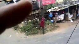 Как прикуривают в Индии смотреть видео прикол - 0:29