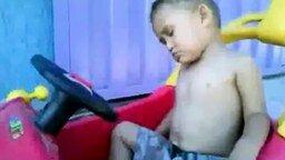 Заснул за рулём смотреть видео прикол - 0:33